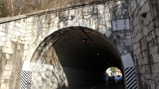 """Gorizia, Italia: Il Sottopassaggio ferroviario """"AURELIO BARUZZI"""" oggi."""