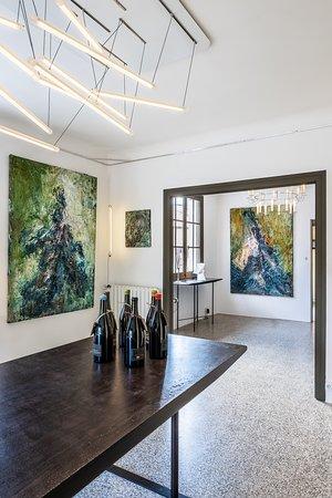 Peintures Jean Yves Aurégan, Meubles Guillaume Moreau, Luminaires Alain Pelletier, Vins du Domaine Pellé.