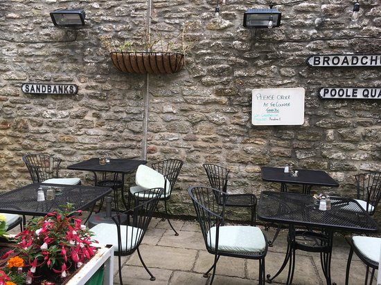 The Green Yard Cafe: Outside area