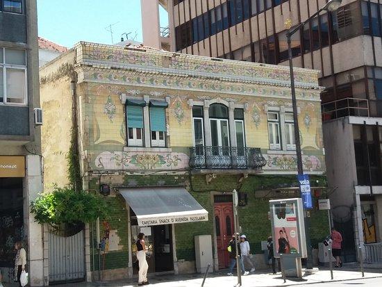 Edificio na Avenida Almirante Reis 74-74D