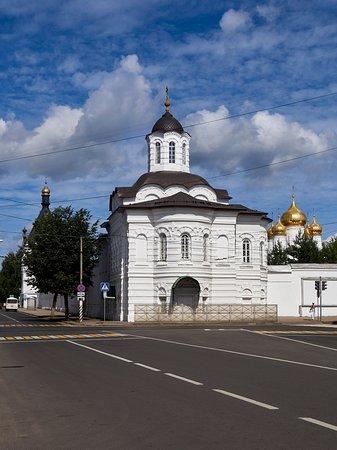 Смоленская церковь и кусочек собора