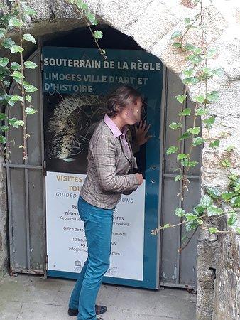 Le Souterrain de la Règle: L'entrée non loin du jardin de l'évêché.