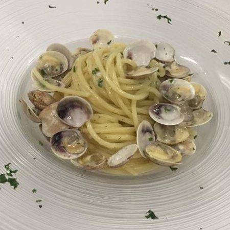 Gastronomia Da Marcello: Spaghetti alle vongole... le nostre vongole!