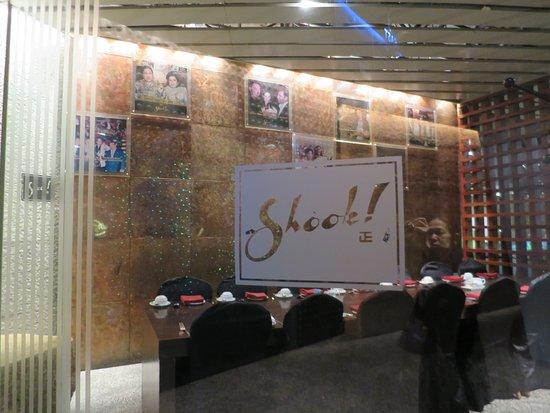 Shook!: レストラン入口
