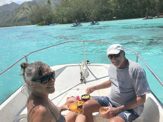 Private 3-Hour Boat Tour of Moorea Lagoon: Refreshments