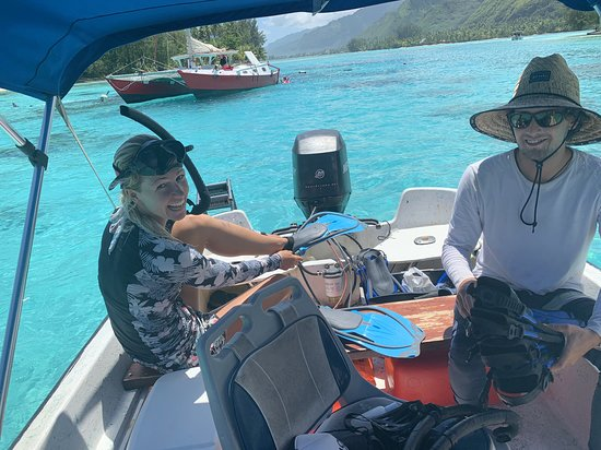 Private 3-Hour Boat Tour of Moorea Lagoon: Clément and Luna