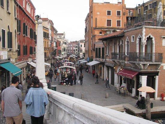 Rialto, Italia: A nice market in Venice