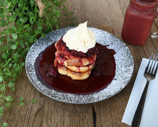 Cafe Berlin: Ricotta Pancakes with Berry Compote & Maple Mascarpone