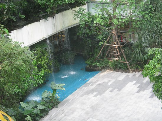 Emporium and EmQuartier: Outside waterfall from building