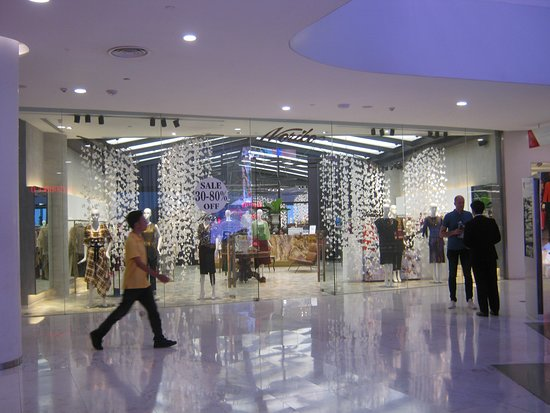 Emporium and EmQuartier: Mall view