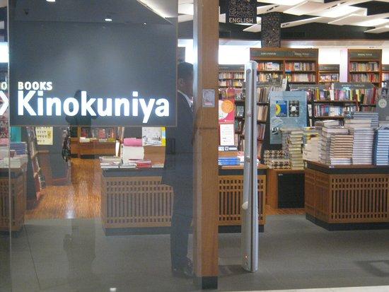 Emporium and EmQuartier: Book store in mall