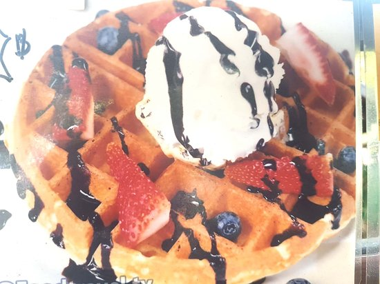Poon Coffee: Waffle with Ice Cream