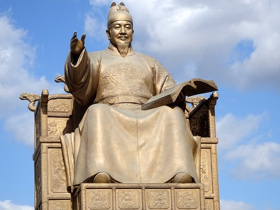 The entrance to the museum is behind this statue of King Sejong, located in the middle of Gwanghwamun Square.