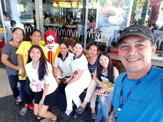 1 of our Staff was celebrating her Birthday here at Mc Donalds, IT Park, Cebu City. We had our Lunch Date here.