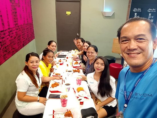 Picture first before our Lunch here at Mc Donalds, IT Park, Cebu City....