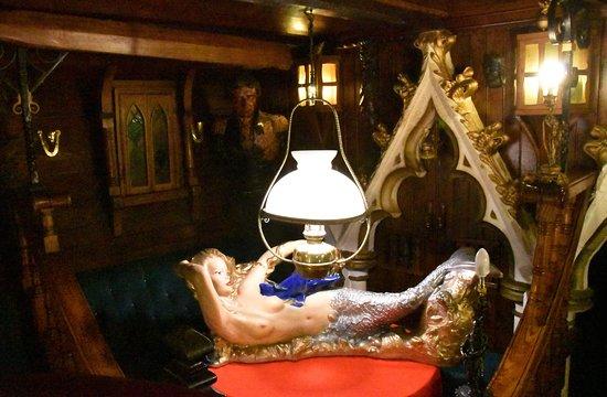 The Highwayman Inn: Interior