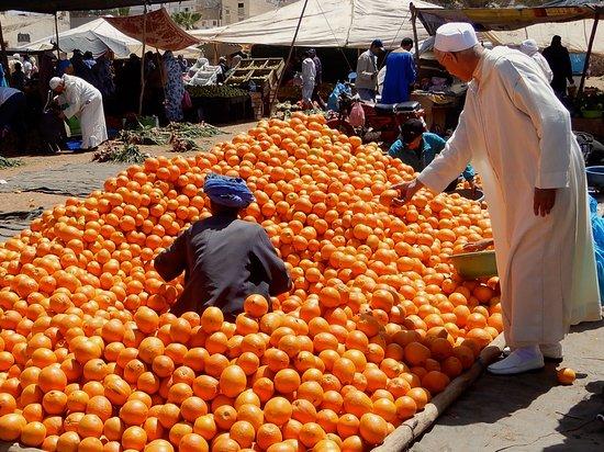 Ein Besuch im marokkanischen Sidi Ifni, auch Tor zur Sahara genannt, lohnt sich nicht nur wegen des sonntäglichen Marktes (der übrigens schon am Samstag beginnt).
