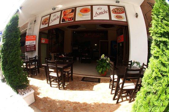 Pizza Le Amiche: Exterior of the pizzeria