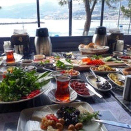 Gerze, Turchia: Mükemmel kaldi kafe serpme kahvaltı