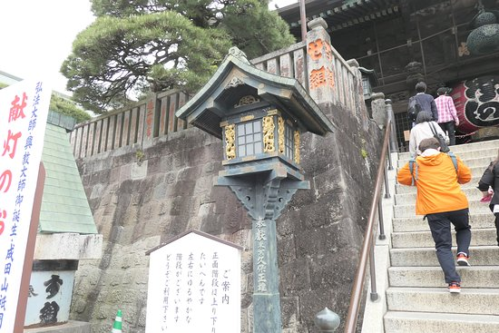 仁王門手前の階段・燈籠