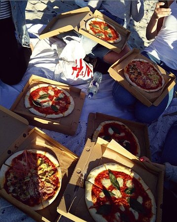 Pizza at the beach? Heck yeah!