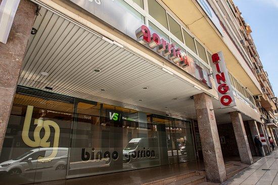 Situado en pleno centro de la ciudad de Alicante, Bingo Gorrión, es la mejor, más grande y concurrida sala de la provincia.