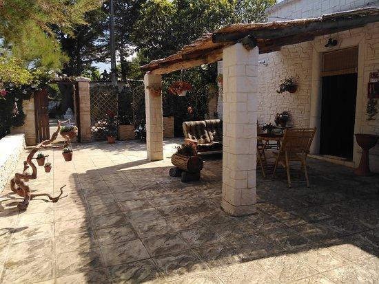 Ceglie Messapica, Taliansko: Veranda esterna privata dove potrete trascorrere le vostre giornate all'aperto, in totale tranquillità a contatto con la natura