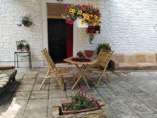 Ceglie Messapica, Taliansko: All'esterno potrete trascorrere il tempo libero per gustare i vostri pasti e godervi la quiete bucolica