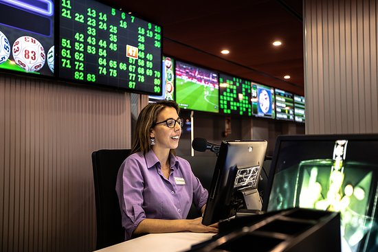 Bingo Gorrión está dotado con las más modernas pantallas para facilitar la mayor y mejor cantidad de información al jugador en todo momento con los paneles de Bingo Galáctico de Metronia.