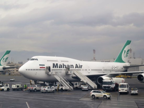 Mahan Air: Um outro avião maior da mesma Companhia na pista do aeroporto mas, suponho, para voos internacionais.