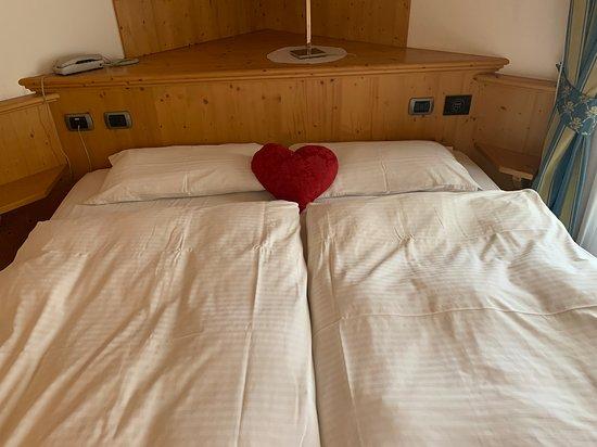 Letto Angolare Matrimoniale.Letto Matrimoniale Ad Angolo Foto Di La Quiete Resort Romeno