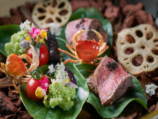 四季おりおりの生命力にあふれた旬の恵みを、熟練の料理人が真心こめて仕上げます