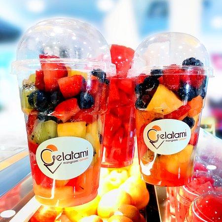 Bicchieri di ottima frutta per colorare le tue giornate di vitamine!