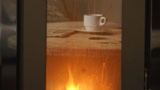 Inguanzo, สเปน: al calor de la estufa, un buen café