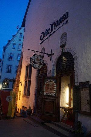 Olde Hansa: レストランの入り口。