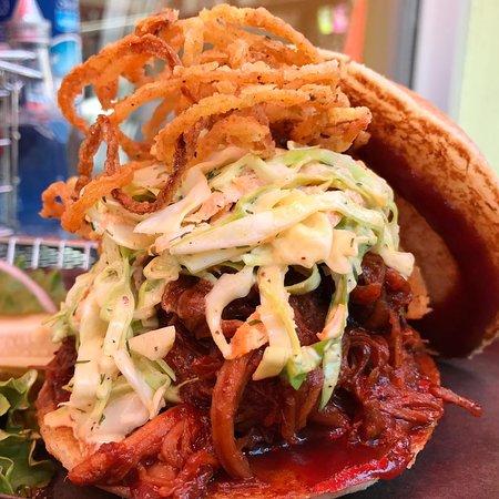 Harper's Burger Bar: Pulled Pork Sammie