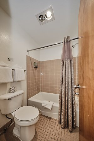 European small Queen bathroom – Bild från Adventure Inn Durango, Durango - Tripadvisor