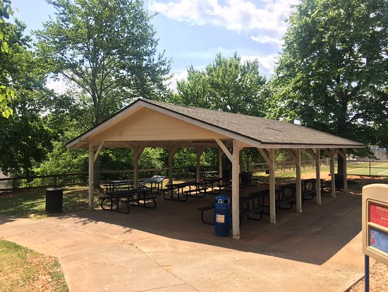 Roswell, GA: My Four Year Old Granddaughter Really Enjoyed The Playground With Picnic Tables and Restrooms Close By