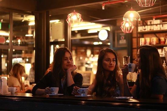 Amor Perfecto Café: DISFRUTA DE NUESTROS ESPACIOS PARA REUNIRTE CON TUS AMIGOS.  LAS HISTORIAS SIEMPRE ESTÁN MEJOR ACOMPAÑADAS CON UN CAFÉ.