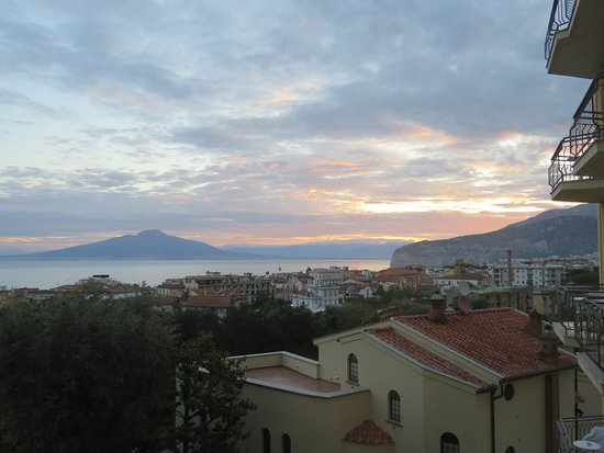 Sorrento, Taliansko: Vesuvius from our bedroom window at The Conca Park Hotel.