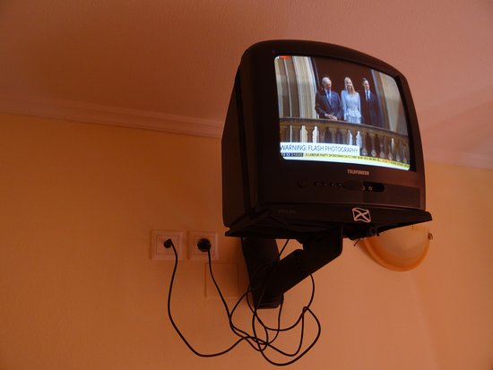 Paradise Hotel Studios and Apartments: TV with 3 channels Music,Sky News, BBC News