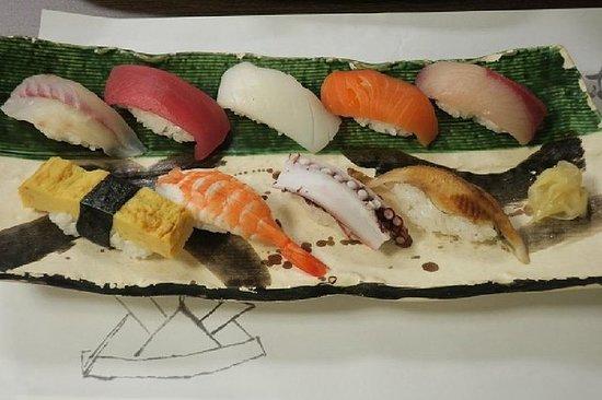 東京から出発する寿司作りと築地市場のモーニグツアー