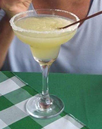 Bar y Restaurante Coto: We sipped succulent Margaritas .