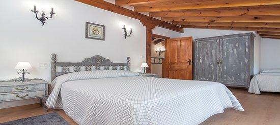 Corvera de Toranzo, Hiszpania: El Rincón de Carmina es una magnífica casa rural en Cantabria, situada en los Valles Pasiegos, a 15 km del Parque de la naturaleza de Cabárceno, ubicación ideal para conocer toda la región.