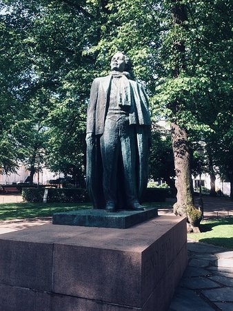 The Statue of Eino Leino