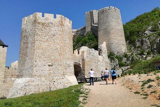 Excursión privada de un día a la fortaleza de Golubac, Viminacium y...