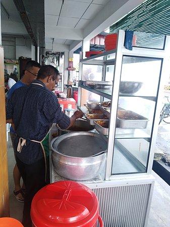 Nibong Tebal, มาเลเซีย: The nasi kandar operator.