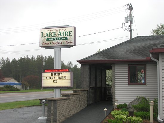 Lake Aire Supper Club: Outside sign