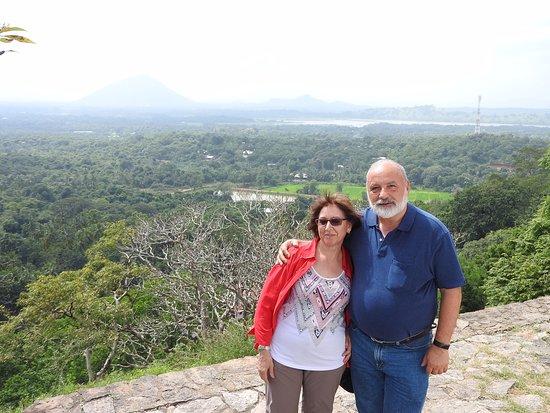 Dan Lanka Tours