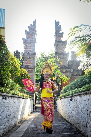 Payas Agung. The most Popular Traditional Costume Bali. Dont miss it your Holiday.